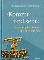 """""""Komm und seht"""" heißt ein vom Würzburger Priesterseminar herausgegebenes Buch. Darin geben Würzburger Priester Einblicke in ihre persönliche Spiritualität."""