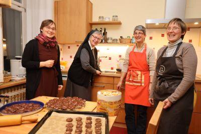 Die vier Frauen von der Weihnachtsbäckerei (von links): Sophie Schimmerohns, Schwester Gerwigis Brosig, Schwester Beate Krug und Schwester Juliana Seelmann.