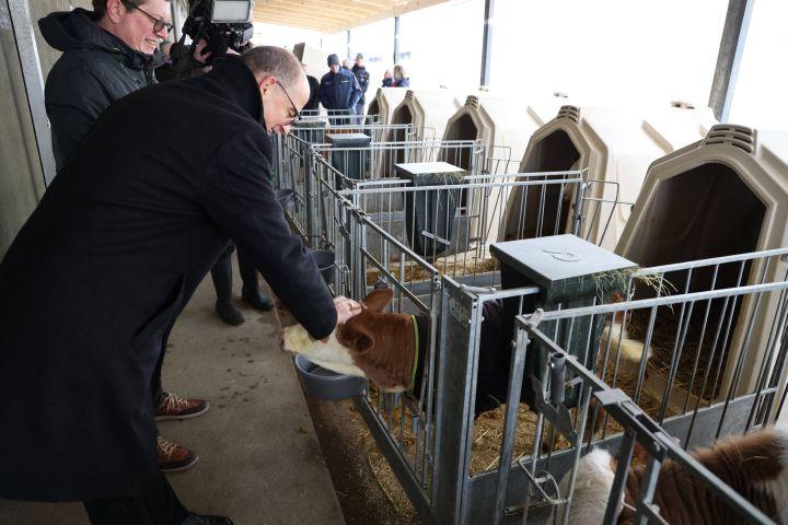 Bischof Dr. Franz Jung besucht am 20. Februar zwei landwirtschaftliche Betriebe in Stadelhofen (Landkreis Main-Spessart).