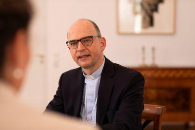 Bischof Dr. Franz Jung ist am Dienstagnachmittag, 22. Dezember, zwischen 14 und 17 Uhr am Telefon persönlich unter der Nummer 0931/38612345 zu sprechen.