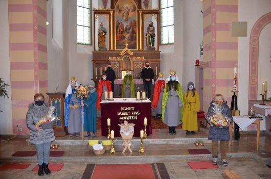 In diesem Jahr bedankten sich die Sternsinger in Bieberehren (Dekanat Ochsenfurt) bei den Näherinnen ihrer Kostüme, Maria Burkhard (links) und Andrea Menth (rechts)