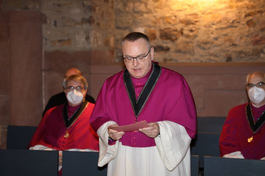 Offizial Domkapitular Monsignore Dr. Stefan Rambacher, Sekretär des Domkapitels, verlas die Ernennungsurkunde.