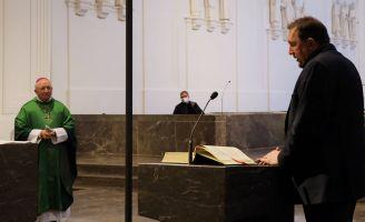 Im Namen der Mitarbeitervertretung (MAV) überbrachte der stellvertretende Vorsitzende Burkhard Pechtl (rechts) Dank und Segenswünsche.