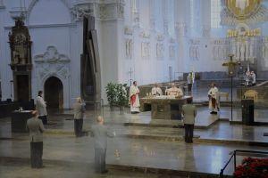 Bischof Dr. Franz Jung feiert mit Soldatinnen und Soldaten der Bundeswehr am Donnerstag, 28, Januar, im Würzburger Kiliansdom einen Gottesdienst  aus Anlass des Weltfriedenstags.
