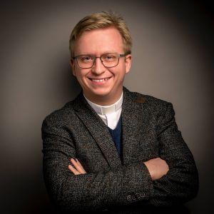 Pfarrvikar Dr. Simon Schrott
