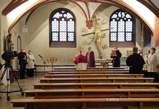 Der Gottesdienst zum Aschermittwoch der Künstler mit Bischof Dr. Franz Jung begann in der Valentinuskapelle.