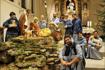 Pater Nicola Curcio (vorne, sitzend) ist Leiter der Franziskanischen Gemeinschaft von Betanien in Aschaffenburg. Die Fastenzeit im Kloster orientiert sich an der Liturgie.
