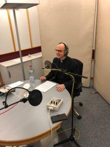 Bischof Dr. Franz Jung bei der Aufnahme zur Katholischen Morgenfeier beim Bayerischen Rundfunk in München.