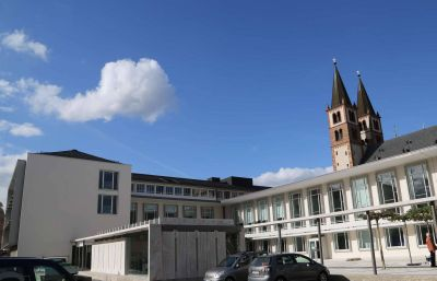 Zu Gesprächen über die Zukunft der Tagungshäuser, deren Trägerschaft das Bistum Würzburg aufgrund der angespannten Finanzlage zum Jahresende abgibt, traf sich die Bistumsleitung mit Politikern im Würzburger Burkardushaus.