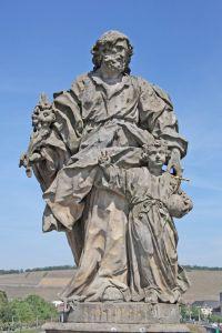 Der heilige Josef und Jesus als Knabe. Darstellung auf der Alten Mainbrücke in Würzburg.