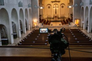 In der Abtei Münsterschwarzach wird das Stundengebet live übertragen.