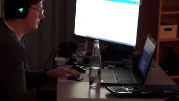 Jannis Köhler betreute die digitalen Abstimmungen via Open Slides.