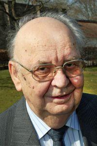 Pfarrer i. R. Armin Ammersbach.