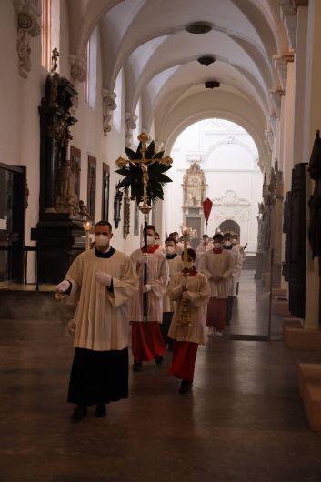 Mit einem Pontifikalgottesdienst im Würzburger Kiliansdom hat Bischof Dr. Franz Jung am Sonntag, 28. März, die Heilige Woche im Bistum Würzburg eröffnet.
