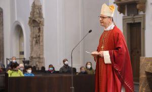 """Bischof Dr. Franz Jung rief in seiner Predigt die Gläubigen auf, Jesu Wohlgeruch zu verbreiten, """"im Gebet und in der Anbetung, im Dienst am Nächsten und in der Großherzigkeit in der Nachfolge""""."""