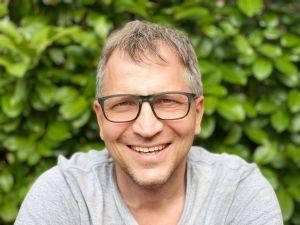 Bernd Keller, Gemeindereferent in der Ehe- und Familienseelsorge im Landkreis Bad Kissingen, macht sich als zertifizierter Kirchenentwickler Gedanken über zukunftsorientierte Gestaltungsformen von Kirche und setzt sich für Hausaltäre und -kirche ein.