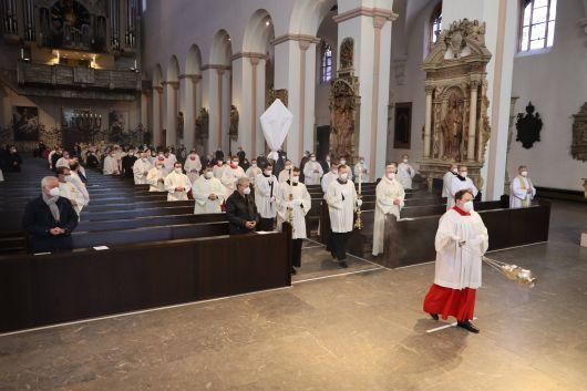 Bei der Missa chrismatis am Montagabend, 29. März, weihte Bischof Dr. Franz Jung die Heiligen Öle für das Bistum Würzburg.