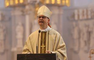 """Bischof Dr. Franz Jung erklärte in seiner Predigt, aus Mitbrüderlichkeit müsse Geschwisterlichkeit werden, damit Leitung """"in solidum"""" in den Pastoralen Räumen gelinge."""