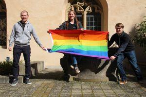 Die KjG-Diözesanleitung hat bei der Frühjahrsdiözesankonferenz ein Zeichen für die Segnung gleichgeschlechtlicher Partnerschaften gesetzt.