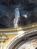 Diese probegereinigte Stelle in der Gnadenkapelle lässt die Notwendigkeit einer Renovierung deutlich erkennen.