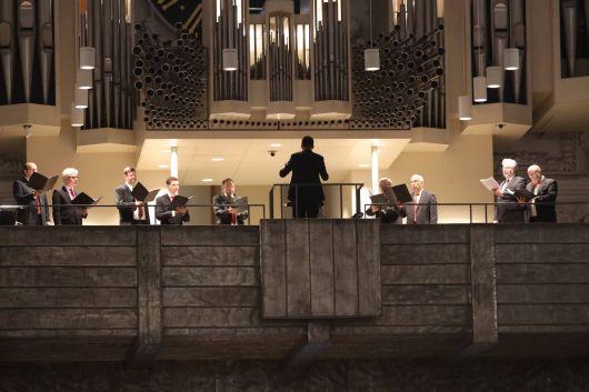 Ein Ensemble der Herrenstimmen des Würzburger Domchors sang unter der Leitung von Domkapellmeister Professor Christian Schmid.