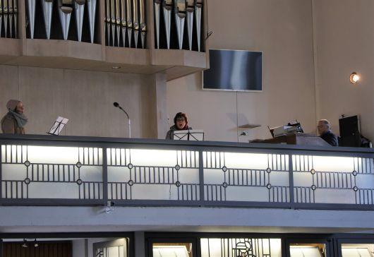 Für den musikalischen Rahmen sorgten Regionalkantor Bernhard Seelbach an der Orgel und die Kantorinnen Elisabetz Netrval und Silke Haaf.
