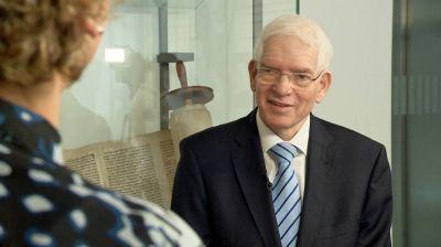 """Dr. Josef Schuster spricht im Kirchenmagazin """"Kirche in Bayern"""" über jüdisches Leben in Deutschland."""