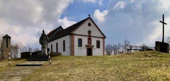 """Das ganze Plateau von Maria Ehrenberg kann zum """"Gottesdienstraum"""" werden, wenn die Zahl der Pilger dies erfordert."""