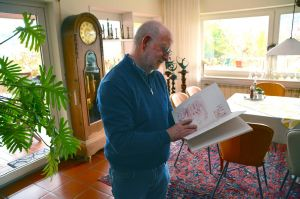 Seit über 20 Jahren widmet sich Gosbert Stark der Kalligrafie.