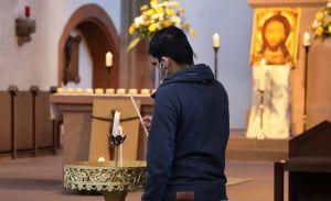 Mit einer Gebetswache hat am Montagabend, 26. April, die Gemeinschaft Sant'Egidio in der Würzburger Marienkapelle der jüngst auf dem Mittelmeer vor Libyen ertrunkenen 130 Migranten gedacht.
