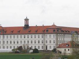 Schon von Weitem sichtbar thront das Kloster etwas erhöht über dem Ort. 120 Jahre lang wirkten und lebten dort Erlöserschwestern. Im Herbst endet diese Zeit.