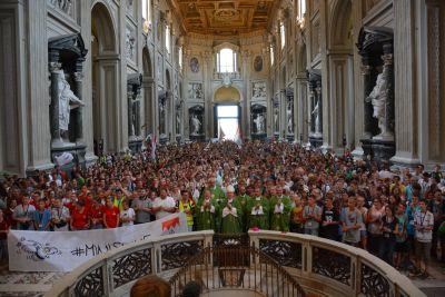 Zum Abschluss der Romwallfahrt der Ministranten hat Bischof Dr. Franz Jung mit den 2100 Minis der Diözese Würzburg am Donnerstagabend einen Gottesdienst in San Giovanni in Laterano gefeiert.