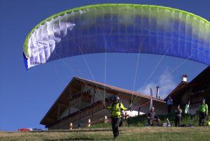 Beim Fliegen in Lüsen in Südtirol: Gleich hebt Andreas Hanel ab.