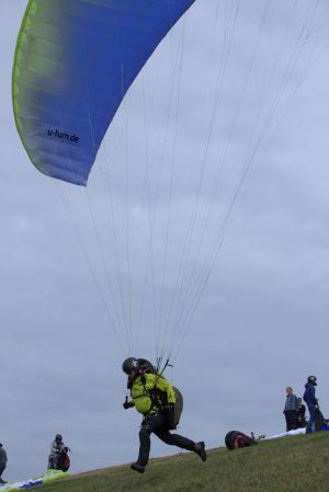 Zum Gleitschirmfliegen kam Andreas Hanel, weil er seine Höhenangst überwinden wollte.
