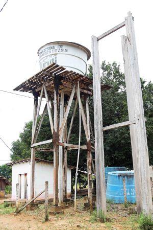 Pastorale Lern- und Studienreise vom 13. bis 27. April in das Partnerbistum Óbidos in Brasilien. Besuch in der Gemeinde Prudente: Um den Wassertank zu reparieren, haben die Einwohner von Prudente jetzt selbst Geld gesammelt.  Von der Bürgerinitiative komme kein Geld für Projekte in der Gemeinde, erklärt Gemeindeleiter Elci.