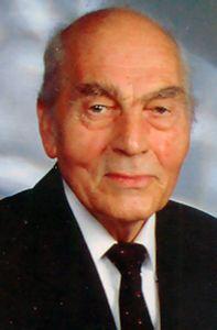 Pfarrer i. R. Monsignore Helmut Oberle.